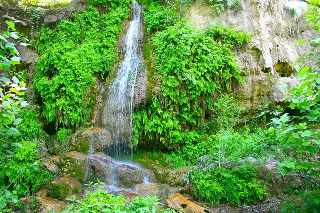 vodopád v zeleni