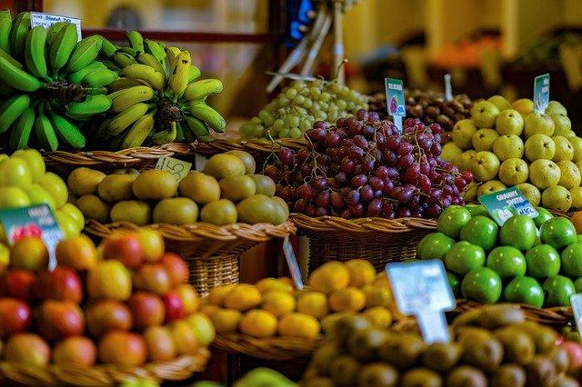 ovoce na trhu.jpg