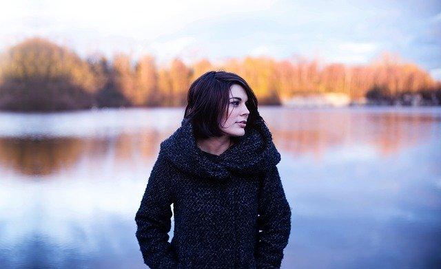 žena na podzim.jpg
