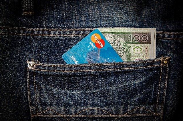 peníze a karta.jpg