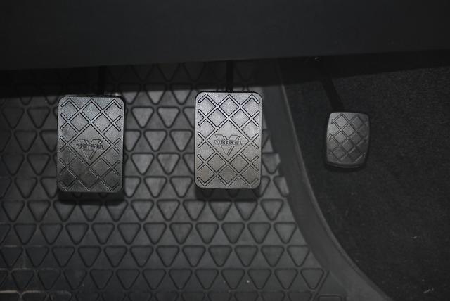 pedály auta