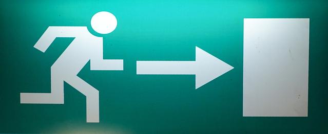 značka ukazující běžícího panáčka k východu